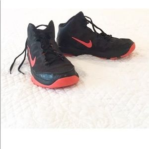 NIKE AIR Basketball Sneakers, Black & Red, Youth 6